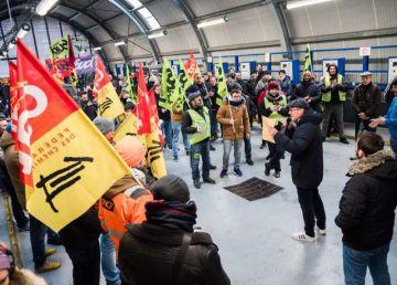 VIDEO. Franța, paralizată de proteste împotriva reformei pensiilor. Traficul feroviar, afectat grav în acest weekend