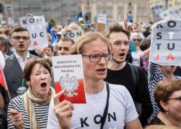 Manifestații de susținere pentru un judecător suspendat în marile orașe din Polonia. PiS continuă asaltul împotriva justiției