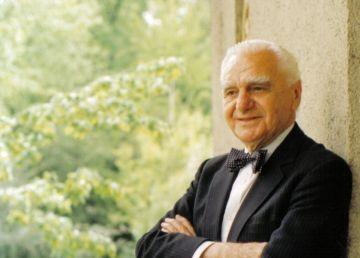 """Ion Raţiu, un destin închinat României. """"Omul este în centrul societăţii şi totul se învârte în jurul lui"""""""
