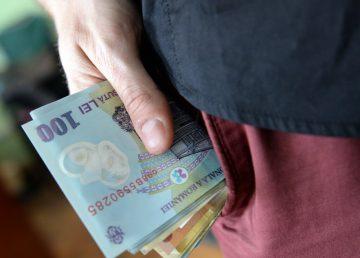 STUDIU. Pandemia de COVID-19 le-a topit veniturile românilor. Cât au pierdut în medie la salarii