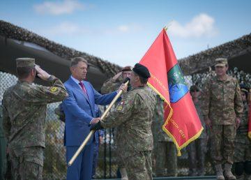 """Iohannis, la Cincu: """"Am înmânat drapelul celei mai noi unităţi NATO care a fost propusă de România"""""""