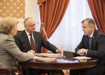 Republica Moldova, încotro? De la trafic de deputaţi, sechestrări în stil mafiot, la eşecul guvernării Chicu