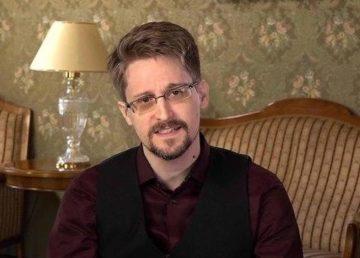Snowden vrea și cetățenia rusă după ce a obținut rezidența permanentă