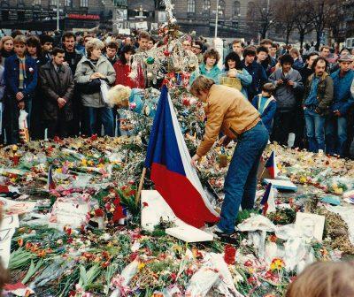 """FOTO.VIDEO. 31 de ani de la declanșarea """"Revoluției de Catifea"""". Vaclav Havel și prăbușirea regimului comunist din Cehoslovacia"""