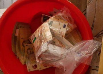 """14 arestări în cazul """"mitei din lighean""""de la Suceava. DNA a ridicat bunuri de peste 1,2 milioane de euro"""