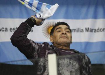 """Stadionul din Napoli se va numi Diego Armando Maradona. """"Diego, napolitan şi argentinian, tu ne-ai adus bucurie şi fericire"""""""