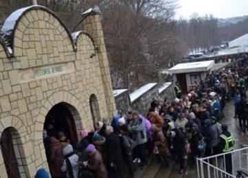 Patriarhia Română cere autorităților să permită pelerinajul credincioșilor la Peștera Sfântului Apostol Andrei. ÎPS Teodosie nu renunță