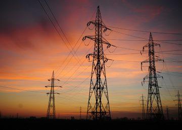 """Piața de electricitate se liberalizează de la 1 ianuarie. Popescu: """"Orice consumator casnic trebuie  să-şi caute furnizorul cu preţul cel mai mic"""""""